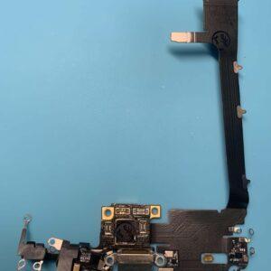 iphone 11 Pro Max charging port